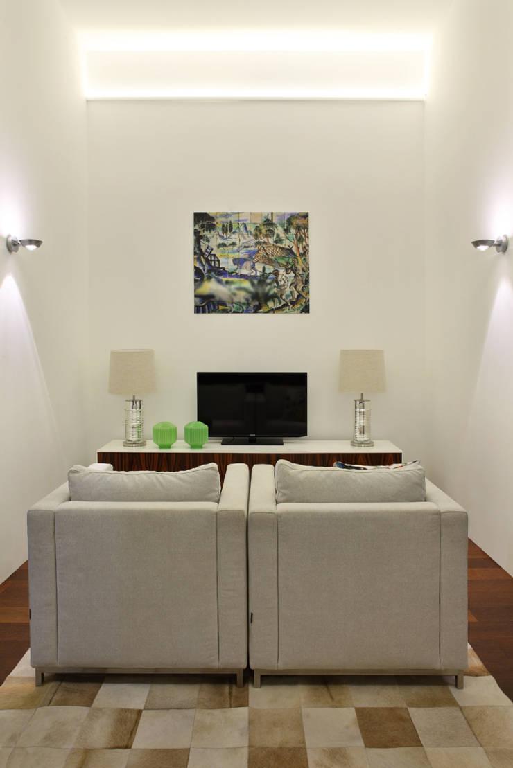 Медиа комнаты в . Автор – Tiago Patricio Rodrigues, Arquitectura e Interiores,