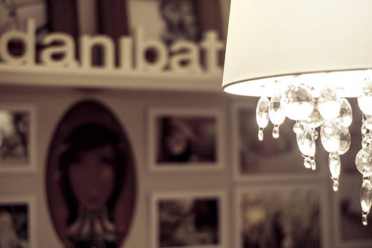 Danibat Fotografia : Arte  por INOVA Arquitetura