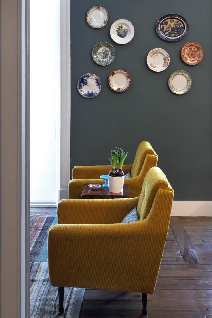 Гостиные в эклектичном стиле от Tiago Patricio Rodrigues, Arquitectura e Interiores Эклектичный