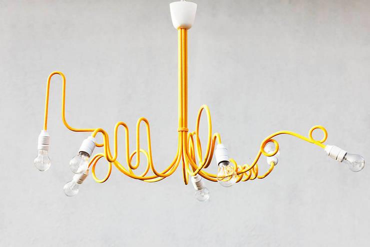 Chaos żółty: styl , w kategorii Salon zaprojektowany przez Profizorka