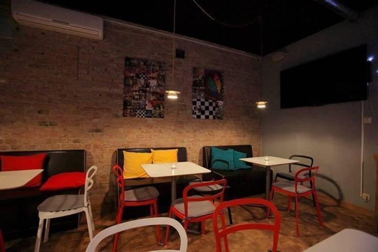 Lampa filiżanka - projekt kawiarni Milanówek - przystanek cafe : styl , w kategorii Salon zaprojektowany przez Profizorka
