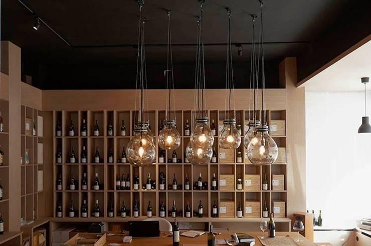 lampa gąsior - na zamówienie do sklepu z winami Praga Warszawa - Winoblisko: styl , w kategorii Jadalnia zaprojektowany przez Profizorka,