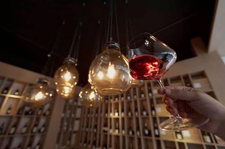 lampa gąsior - na zamówienie do sklepu z winami Praga Warszawa - Winoblisko: styl , w kategorii Piwnica win zaprojektowany przez Profizorka,