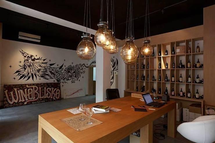 lampa gąsior - na zamówienie do sklepu z winami Praga Warszawa - Winoblisko: styl , w kategorii Domowe biuro i gabinet zaprojektowany przez Profizorka,