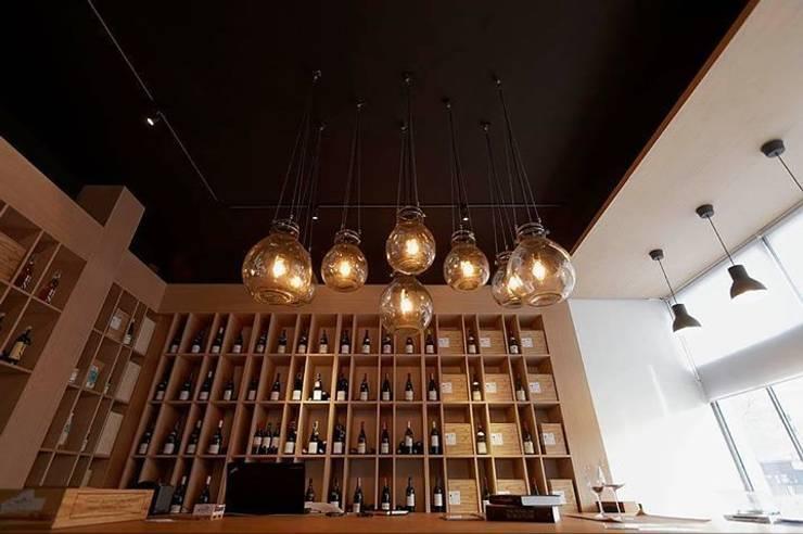 lampa gąsior - na zamówienie do sklepu z winami Praga Warszawa - Winoblisko: styl , w kategorii Salon zaprojektowany przez Profizorka,
