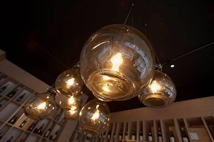 lampa gąsior - na zamówienie do sklepu z winami Praga Warszawa - Winoblisko: styl , w kategorii Kuchnia zaprojektowany przez Profizorka,