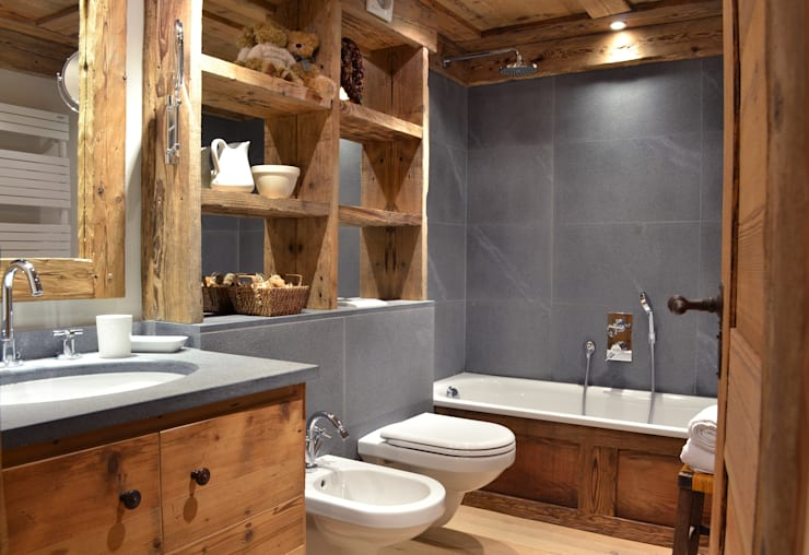 rustic Bathroom by Andrea Rossini Architetto