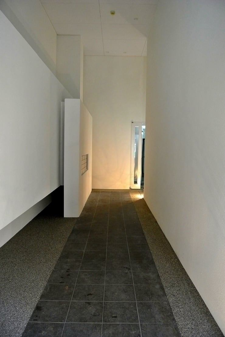 AnotherSquare: 4建築設計事務所が手掛けた廊下 & 玄関です。
