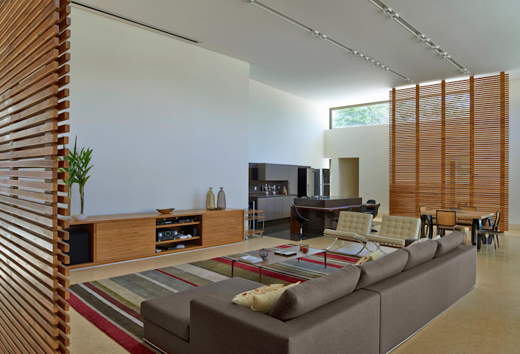 Projekty,  Salon zaprojektowane przez Beth Marquez Interiores