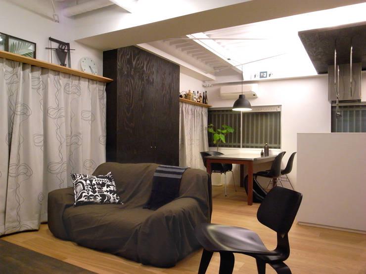 布施Mリノベーション: 4建築設計事務所が手掛けたリビングです。