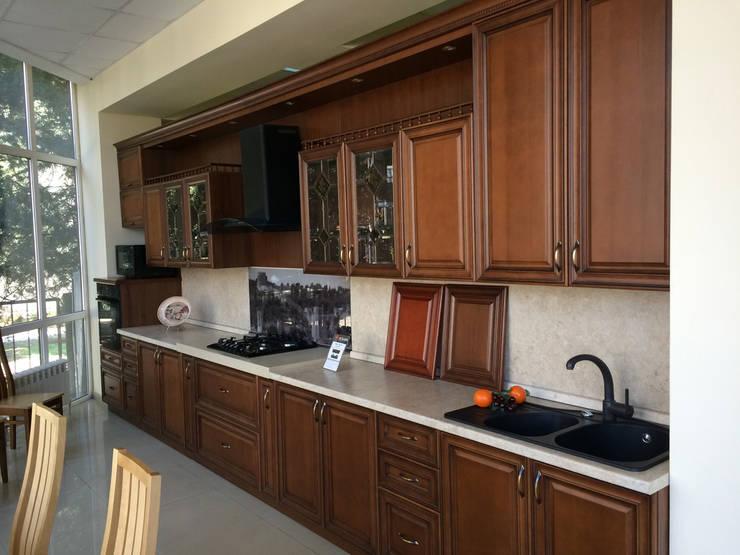 Неоклассика в кухне и гостиной: Кухни в . Автор – Москоу Дизайн