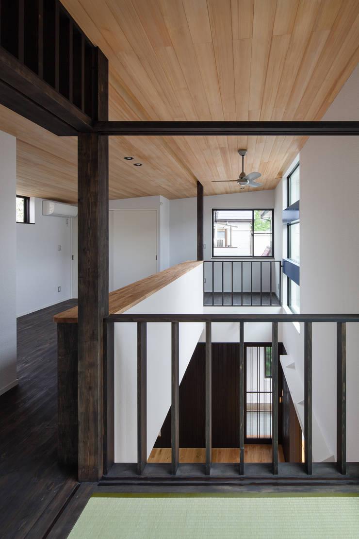 宮原の家: 山岡建築研究所が手掛けた寝室です。