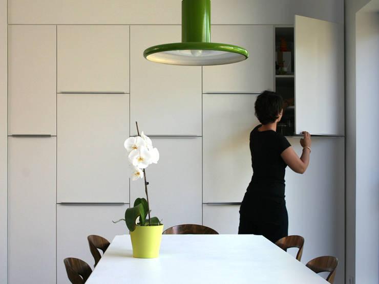 RÉNOVATION 80: Cuisine de style de style Minimaliste par PIERRE BRIAND ARCHITECTE