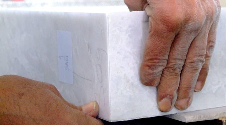 Lamina Stone / Ginşaat Madencilik – Marble Agravic Table with Aluminum Honeycomb:  tarz Ofis Alanları & Mağazalar