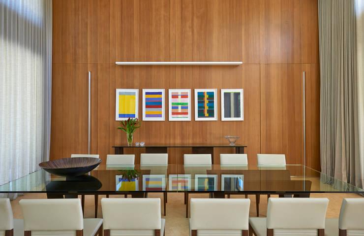 Projekty,  Jadalnia zaprojektowane przez Beth Marquez Interiores