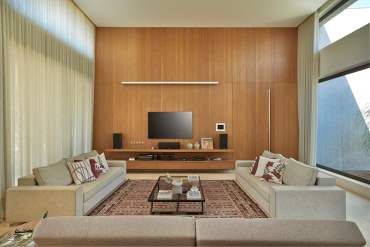 Projekty,  Pokój multimedialny zaprojektowane przez Beth Marquez Interiores