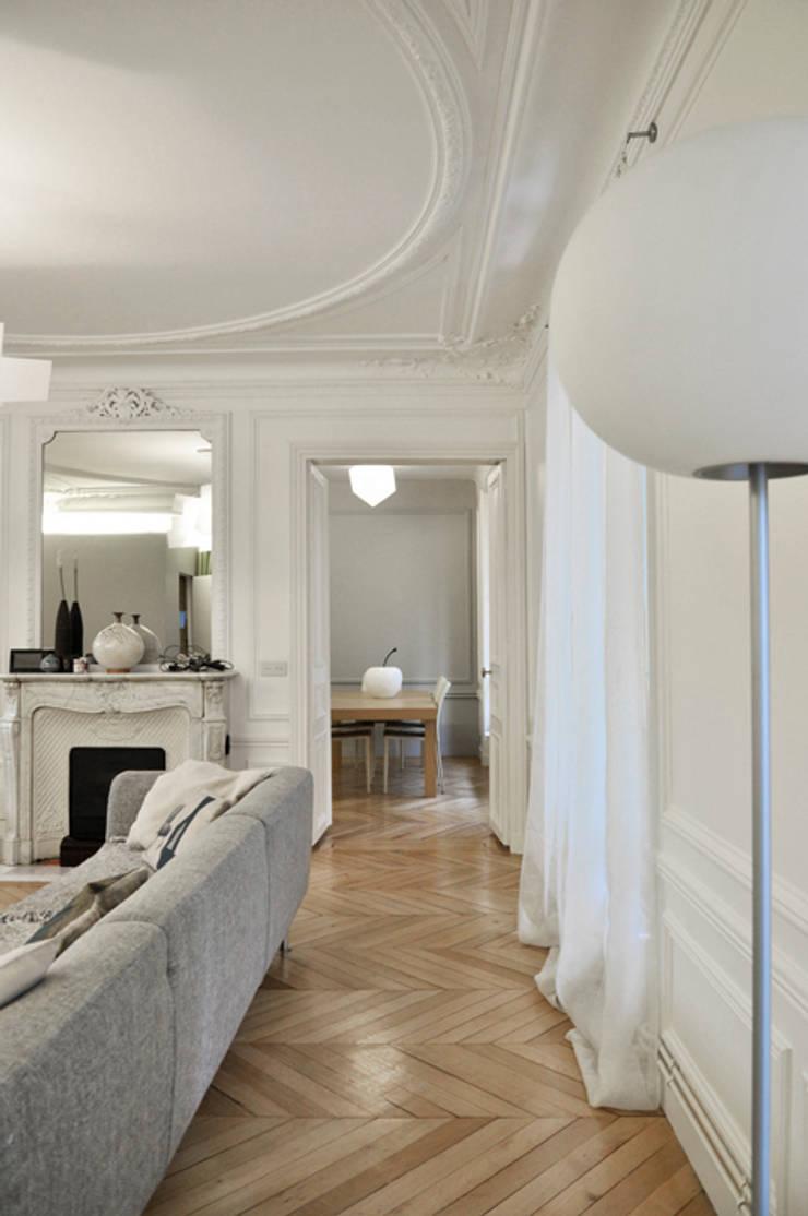 continuités spatiales: Salon de style  par officine TNT Architecture