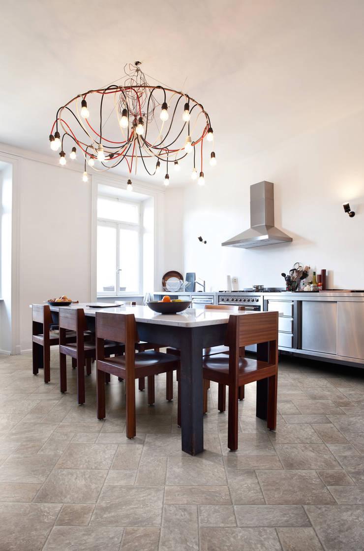 Venturi:  Walls & flooring by Avenue Floors