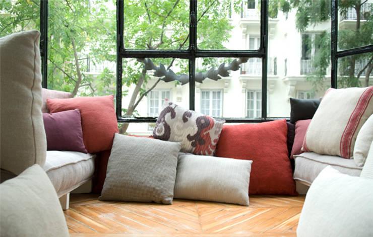 Balconada para Grupo Lamadrid: Dormitorios de estilo  de DyD Interiorismo - Chelo Alcañíz
