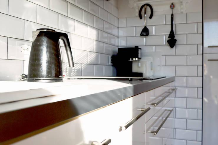Zabudowa kuchenna: styl , w kategorii Kuchnia zaprojektowany przez Denika