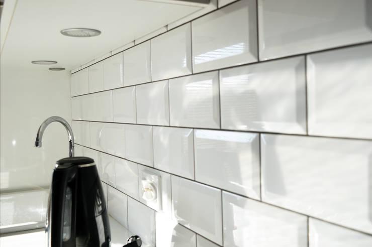 Kafle nad blatem w kuchni: styl , w kategorii Kuchnia zaprojektowany przez Denika
