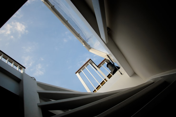 Trap naar Dakterras Moderne gangen, hallen & trappenhuizen van Renoparts Vianen B.V. | Uw Dakterras Specialist Modern