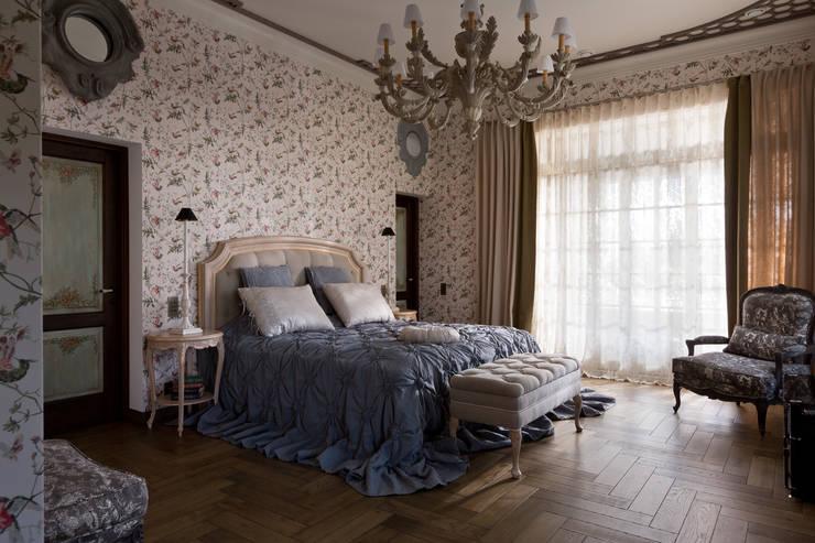 Спальни в . Автор – SBM studio