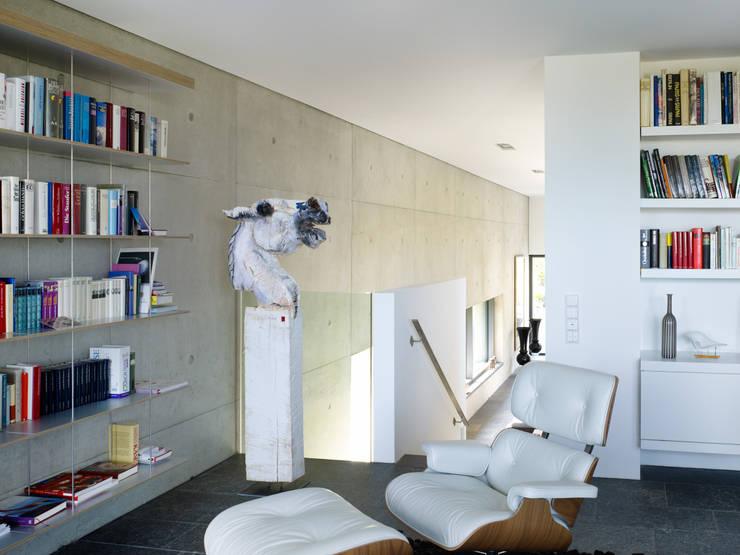 Leseraum: minimalistische Arbeitszimmer von PaulBretz Architectes