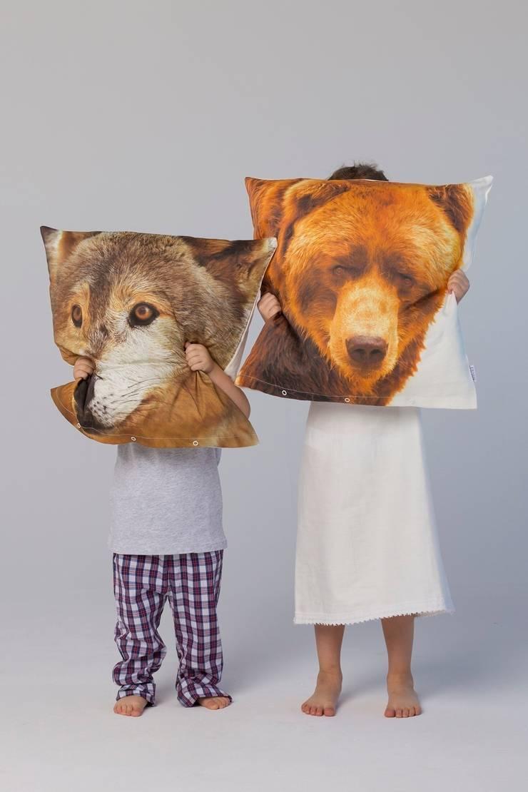 Poduszki Wilk, Niedźwiedź: styl , w kategorii Sypialnia zaprojektowany przez Makalulu