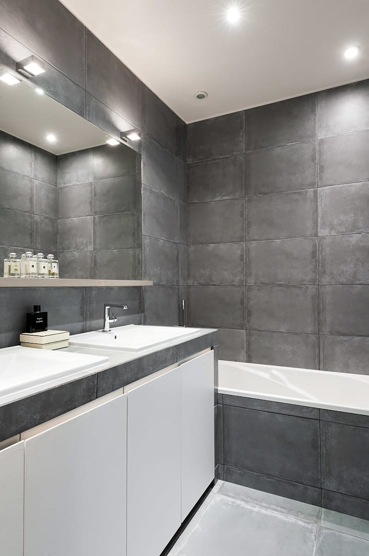 Triplex Ile de la Jatte: Salle de bains de style  par am alexandra magne