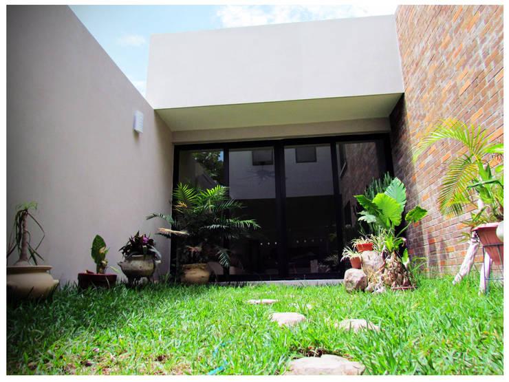 Casa Orizaba: Jardines de estilo  por Constructora e Inmobiliaria Catarsis