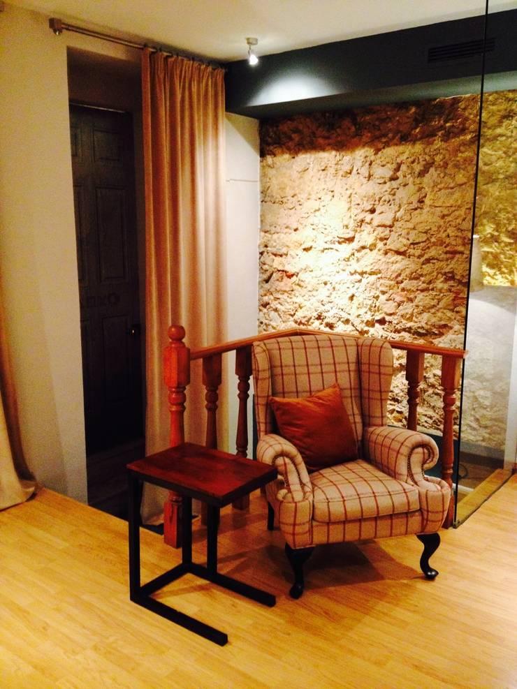 1ª Sala de Jogo: Salas de estar  por Stoc Casa Interiores