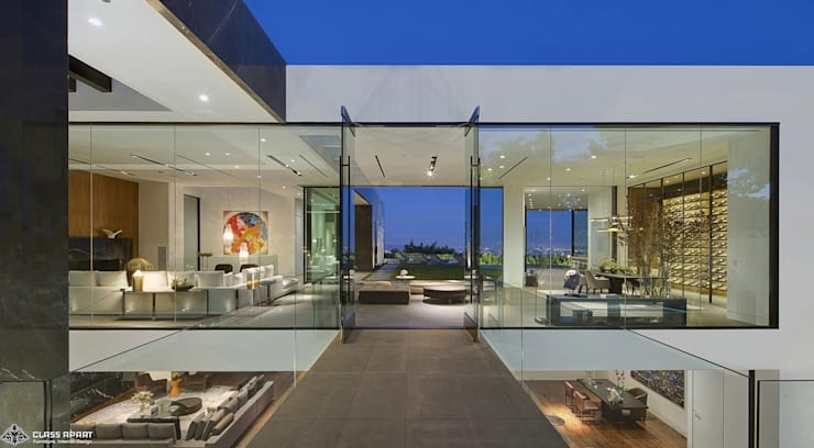 private residence -dramatic glass home :  Living room by CLASS APART (furniture.interiordesign)