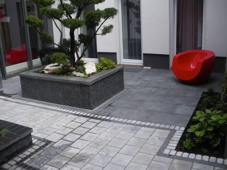 Jardines de estilo  por Neues Gartendesign by Wentzel