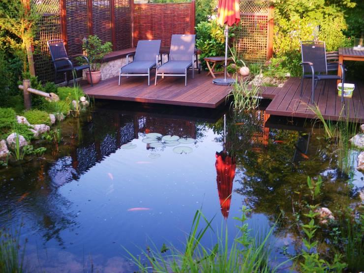 Teich, Holzterrasse:  Garten von Neues Gartendesign by Wentzel