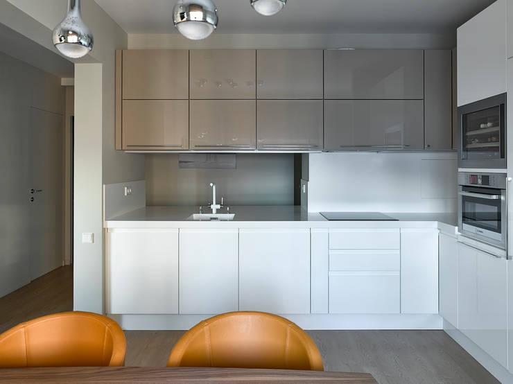 Дизайн квартиры в Москве / ул. 9 Мая: Кухни в . Автор – Бюро TS Design
