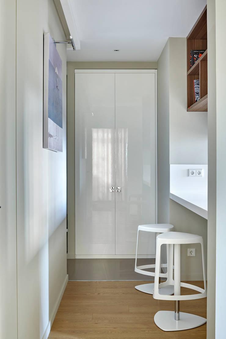 Дизайн квартиры в Москве / ул. 9 Мая: Коридор и прихожая в . Автор – Бюро TS Design