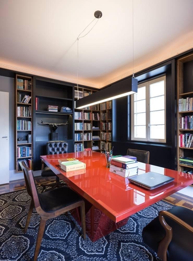 ACT | Biblioteca: Escritórios  por Kali Arquitetura,Moderno