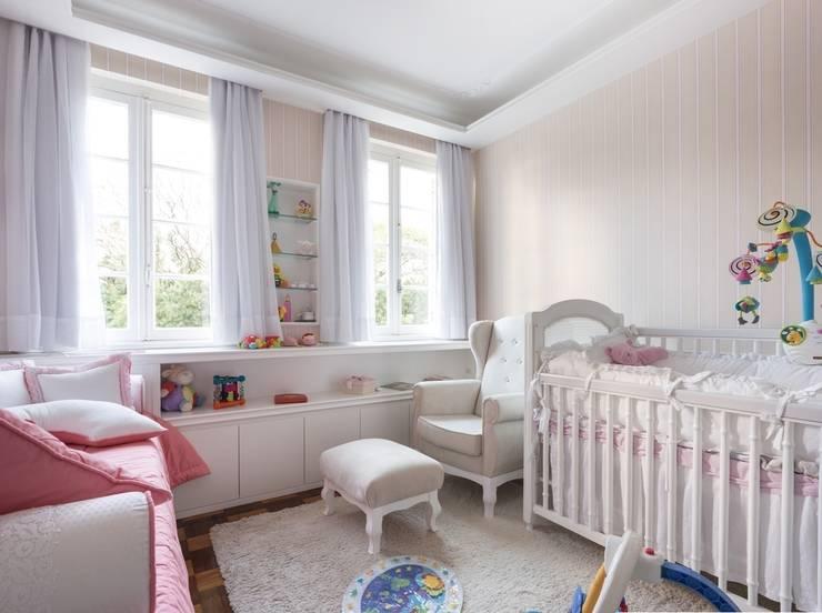 ACT | Dormitório de Bebê: Quarto infantil  por Kali Arquitetura