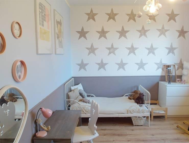 Pokój Hani: styl , w kategorii Pokój dziecięcy zaprojektowany przez NaNovo