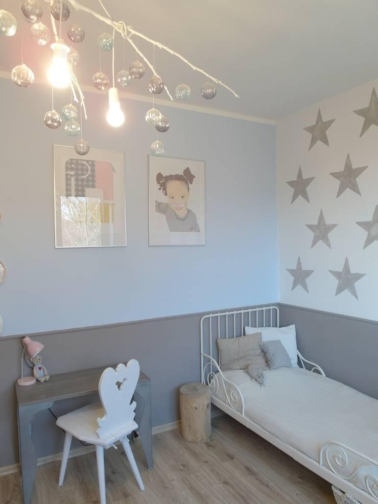 Pokój Hani: styl , w kategorii Pokój dziecięcy zaprojektowany przez NaNovo ,