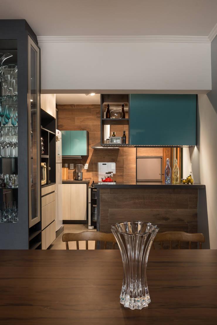 MCC | Projeto de Interiores: Cozinhas  por Kali Arquitetura,