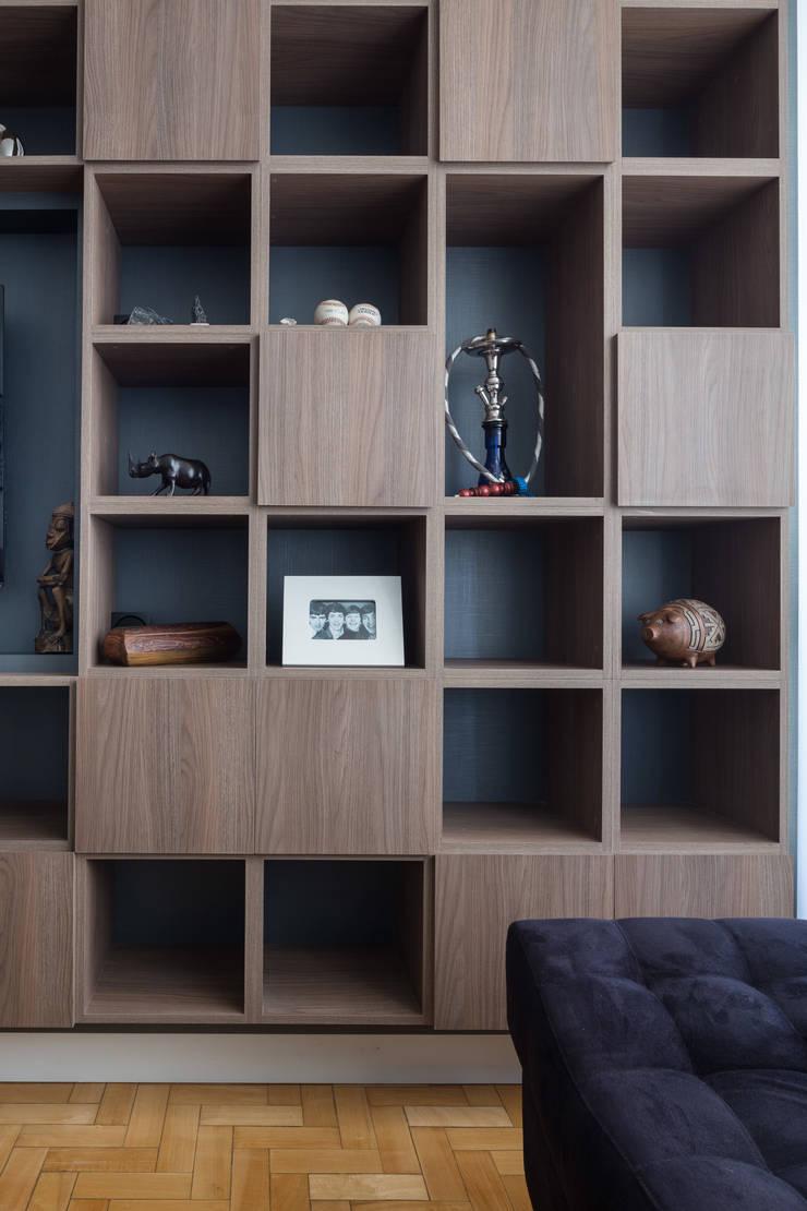 MCC | Projeto de Interiores: Salas de estar  por Kali Arquitetura,