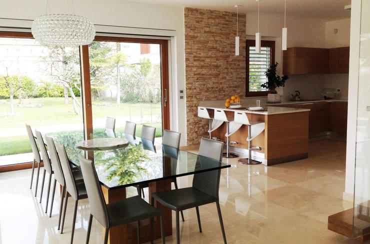 Salviamo spazio cucina e zona pranzo insieme for Foto sale da pranzo moderne