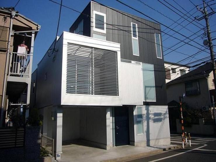 狭小地に建つ木造三階建て住宅: 三浦尚人建築設計工房が手掛けた家です。,