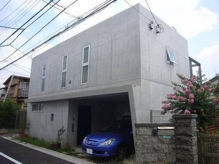 中庭と坪庭のあるガレージハウス: 三浦尚人建築設計工房が手掛けた家です。,