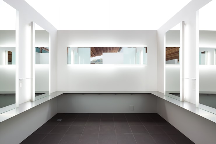 化粧ルーム: bUd アトリエ一級建築士事務所が手掛けた商業空間です。