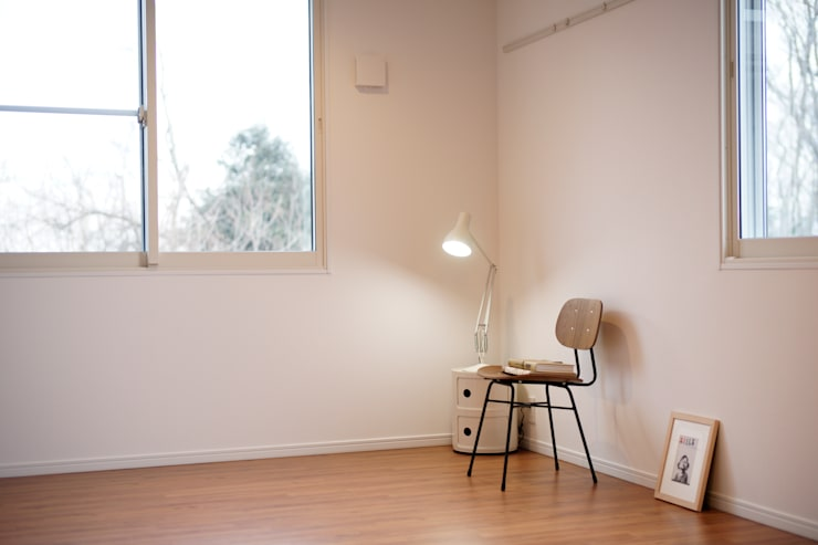 もりの丘アパートメント: 大類真光建築設計事務所が手掛けたリビングです。