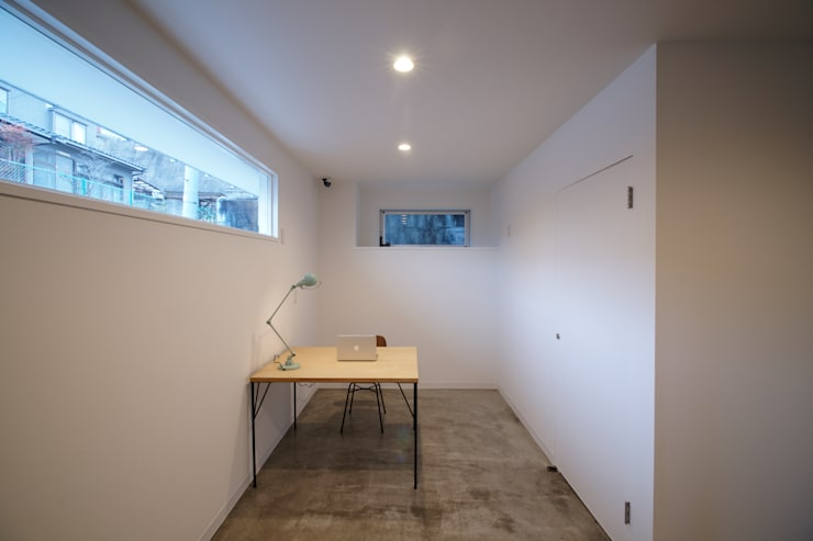 もりの丘アパートメント: 大類真光建築設計事務所が手掛けた廊下 & 玄関です。