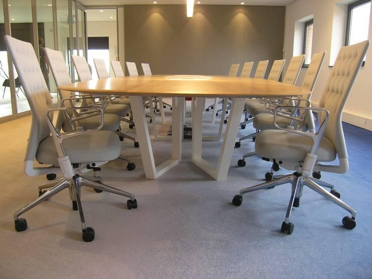 kantoorinrichting:  Kantoorgebouwen door Firma 400